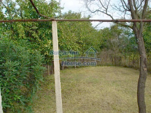 12263:10 - Low-priced house with large garden in village near Elhovo