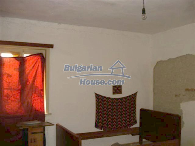 12263:14 - Low-priced house with large garden in village near Elhovo