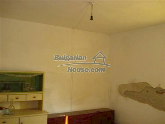 12263:17 - Low-priced house with large garden in village near Elhovo