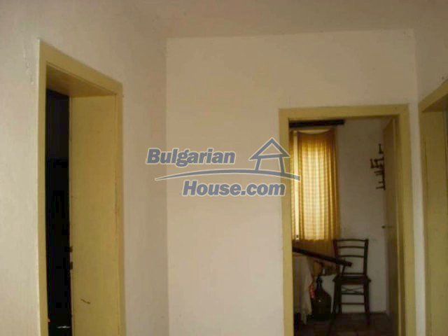 12263:18 - Low-priced house with large garden in village near Elhovo