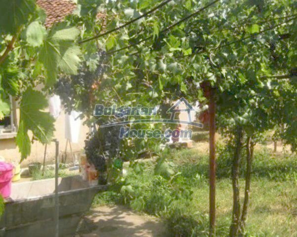 12266:13 - Old well kept rural house near Vratsa – big garden