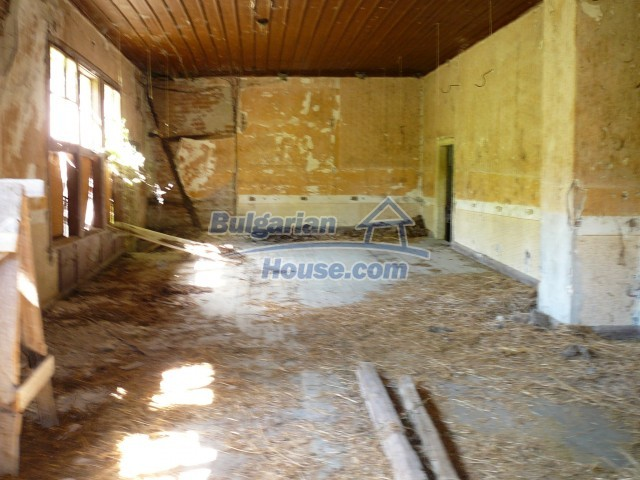 2774:27 - Former school for sale near Stara Zagora in Zlatna Livada