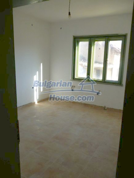 12360:13 - Partly renovated Bulgarian property for sale in Vrtasa region