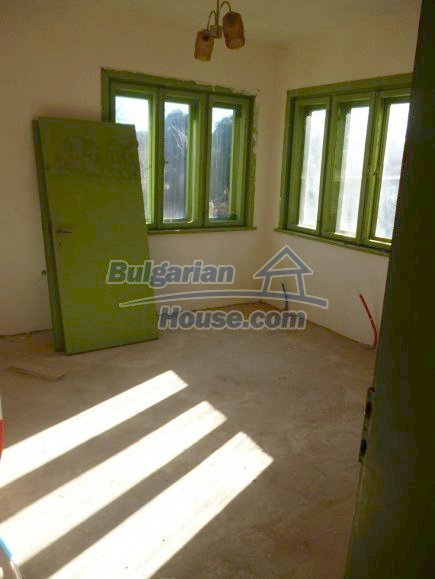 12360:16 - Partly renovated Bulgarian property for sale in Vrtasa region