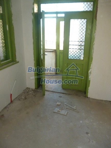 12360:18 - Partly renovated Bulgarian property for sale in Vrtasa region