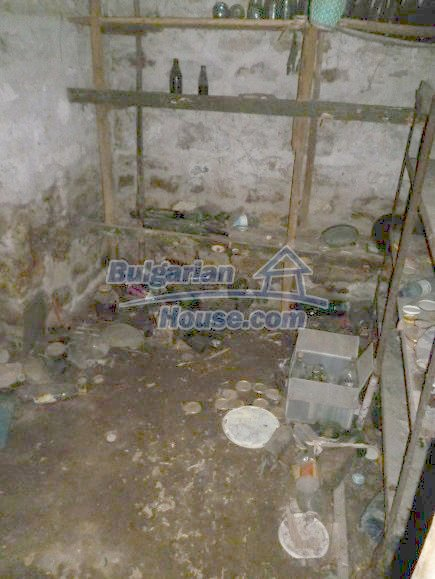 12360:23 - Partly renovated Bulgarian property for sale in Vrtasa region