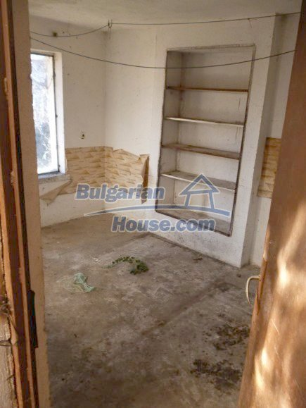 12360:25 - Partly renovated Bulgarian property for sale in Vrtasa region