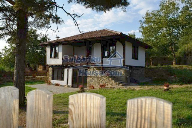 12383:10 - Lovely traditional Bulgarian house near two fishing lakes, Gabro