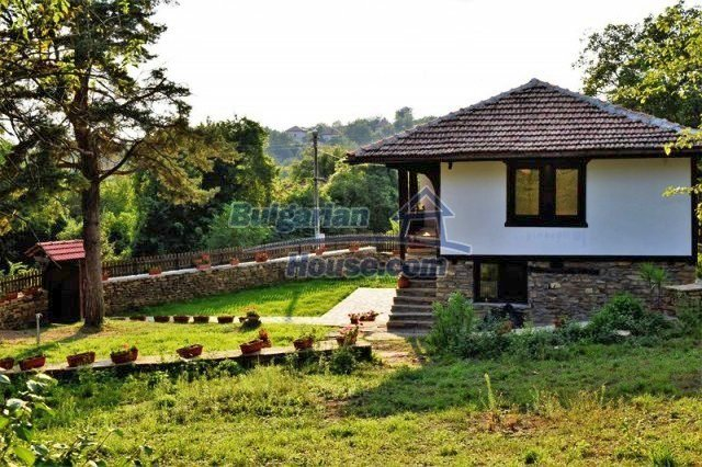 12383:15 - Lovely traditional Bulgarian house near two fishing lakes, Gabro