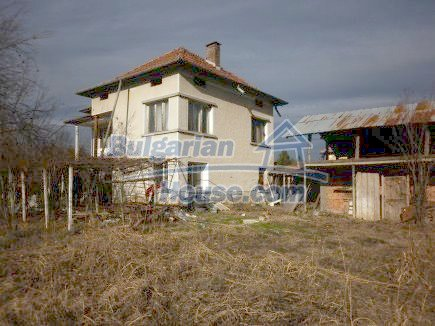 12398:1 - Cheap Bulgarian house 25km from Vratsa in a quiet area