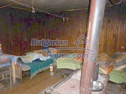 12398:14 - Cheap Bulgarian house 25km from Vratsa in a quiet area