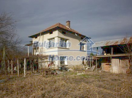 12398:2 - Cheap Bulgarian house 25km from Vratsa in a quiet area