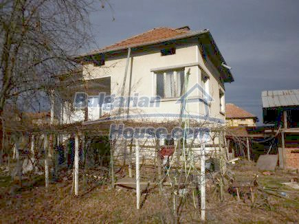 12398:3 - Cheap Bulgarian house 25km from Vratsa in a quiet area