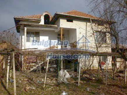 12398:4 - Cheap Bulgarian house 25km from Vratsa in a quiet area