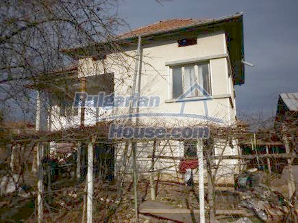 12398:5 - Cheap Bulgarian house 25km from Vratsa in a quiet area