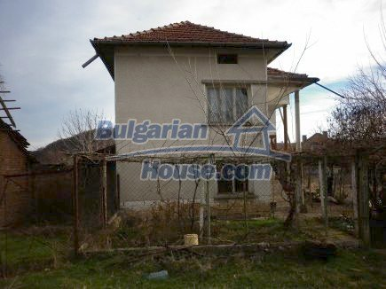 12398:6 - Cheap Bulgarian house 25km from Vratsa in a quiet area