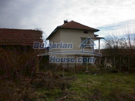 12398:7 - Cheap Bulgarian house 25km from Vratsa in a quiet area