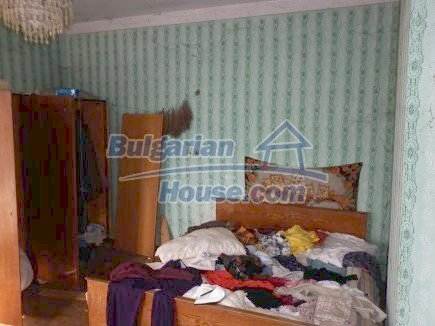 12398:16 - Cheap Bulgarian house 25km from Vratsa in a quiet area