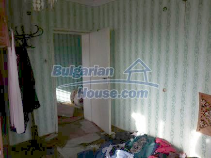 12398:20 - Cheap Bulgarian house 25km from Vratsa in a quiet area