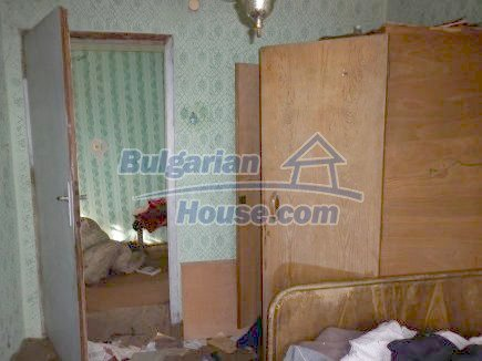12398:22 - Cheap Bulgarian house 25km from Vratsa in a quiet area
