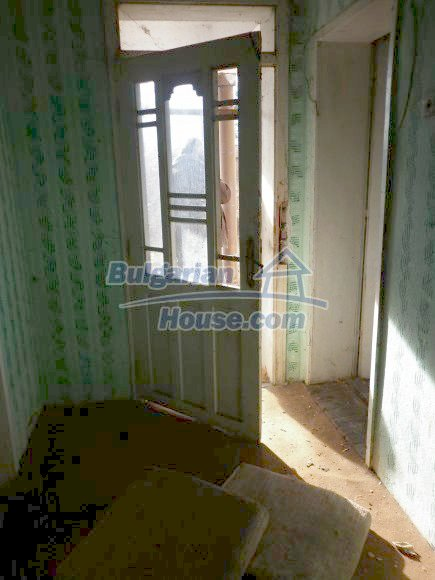 12398:24 - Cheap Bulgarian house 25km from Vratsa in a quiet area