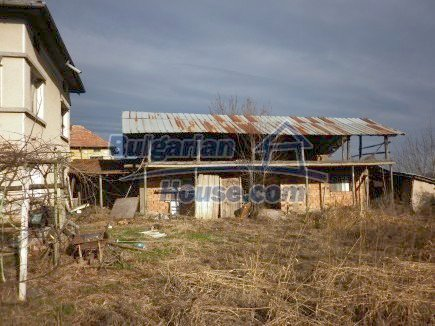 12398:25 - Cheap Bulgarian house 25km from Vratsa in a quiet area