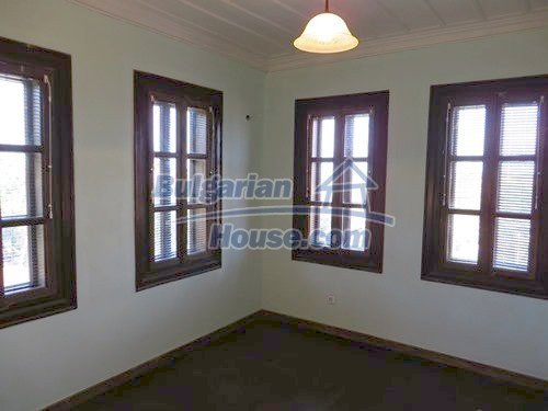 12415:22 - Traditional renovated Bulgarian house with 3000sq.m of land