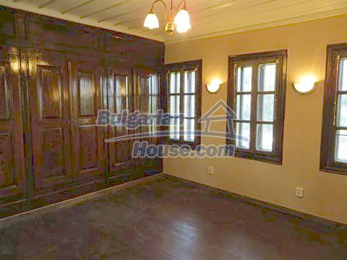 12415:23 - Traditional renovated Bulgarian house with 3000sq.m of land