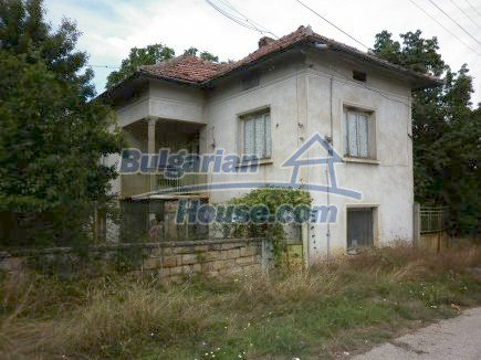 12464:1 - Bulgarian house for sale in Vratsa region, near river and forest