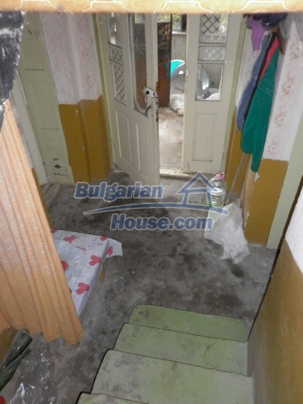 12464:25 - Bulgarian house for sale in Vratsa region, near river and forest