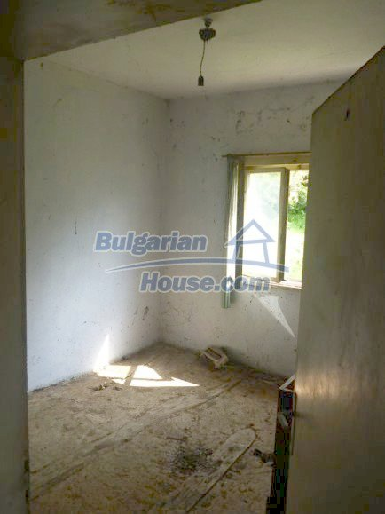 12483:19 - Rural Bulgarian real estate for sale 3km to Mezdra,Vratsa region