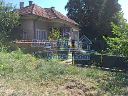 12509:1 - Bulgarian property 55km from Vratsa two garages and big land