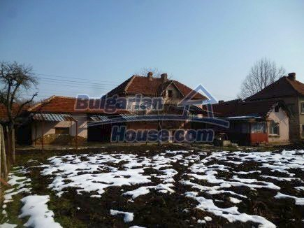 12512:2 - Rural Bulgarian house for sale 40km from Vratsa with vast garden