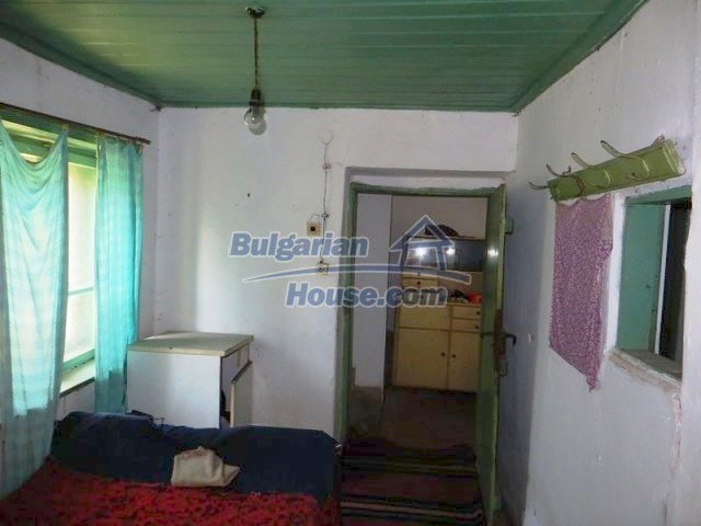 12536:15 - Rural Bulgarian house in Veliko Tarnovo region with lovely views