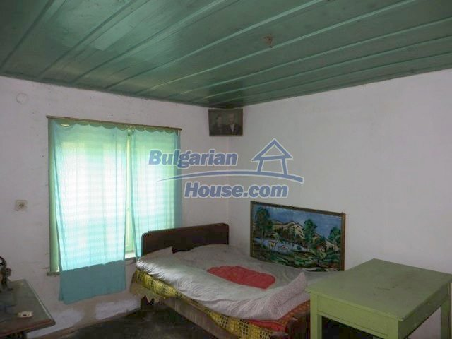 12536:17 - Rural Bulgarian house in Veliko Tarnovo region with lovely views