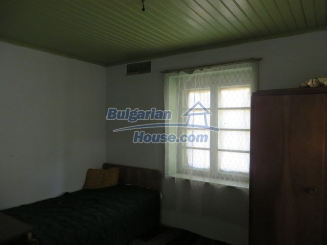 12536:21 - Rural Bulgarian house in Veliko Tarnovo region with lovely views