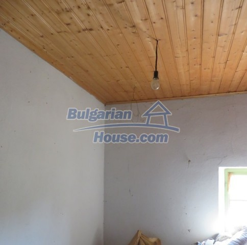 12536:24 - Rural Bulgarian house in Veliko Tarnovo region with lovely views