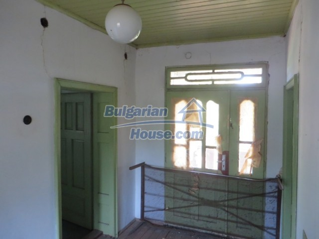 12536:25 - Rural Bulgarian house in Veliko Tarnovo region with lovely views