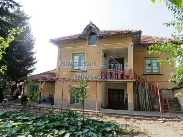 12536:32 - Rural Bulgarian house in Veliko Tarnovo region with lovely views