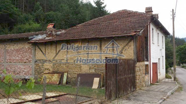 12559:74 - Bulgarian house in Stara Planina mountain near river