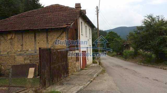 12559:75 - Bulgarian house in Stara Planina mountain near river