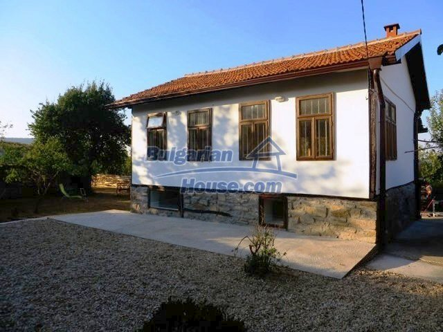 12562:1 - Beautiful two storey Bulgarian house 9 km to Veliko Tarnovo