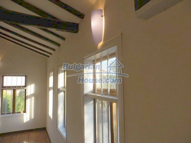 12562:16 - Beautiful two storey Bulgarian house 9 km to Veliko Tarnovo
