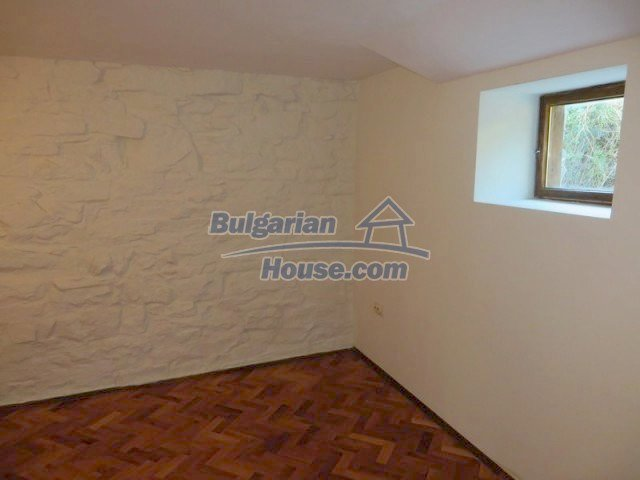 12562:19 - Beautiful two storey Bulgarian house 9 km to Veliko Tarnovo