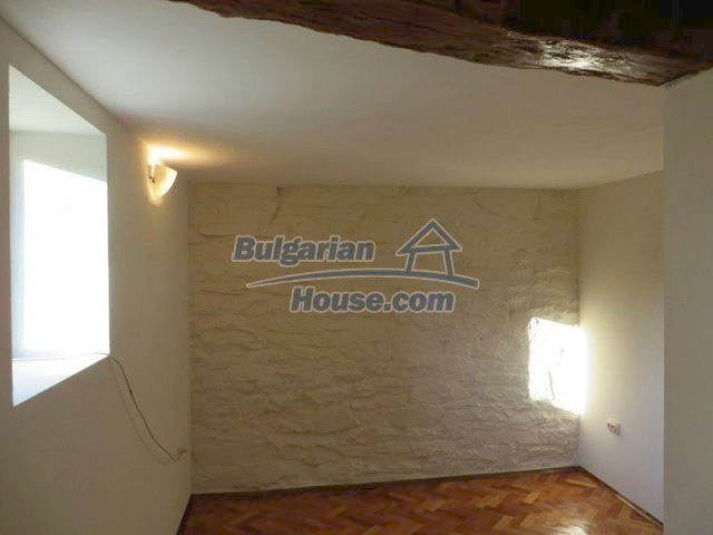 12562:24 - Beautiful two storey Bulgarian house 9 km to Veliko Tarnovo