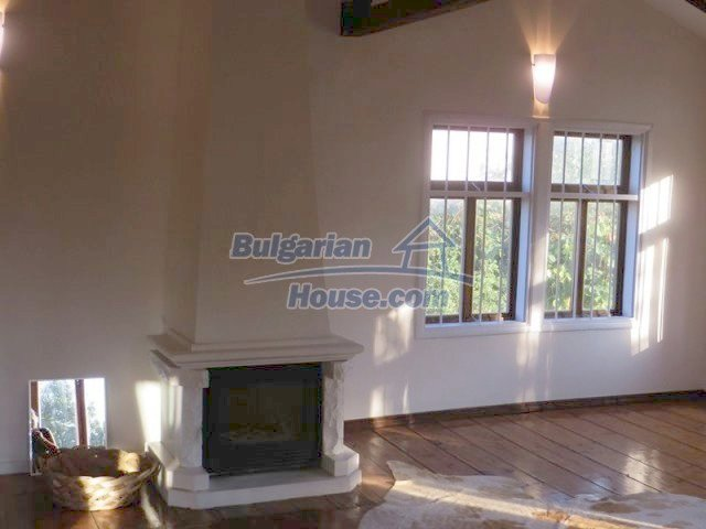 12562:32 - Beautiful two storey Bulgarian house 9 km to Veliko Tarnovo