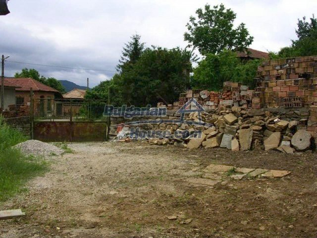 12583:17 - 3 bedroom house located in pretty village Lovnidol Gabrovo area