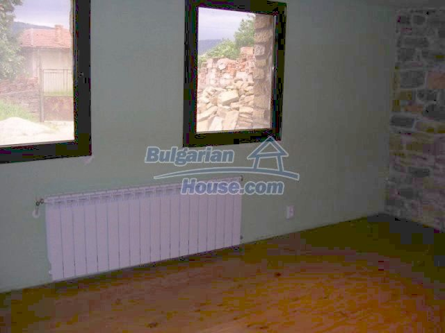 12583:28 - 3 bedroom house located in pretty village Lovnidol Gabrovo area