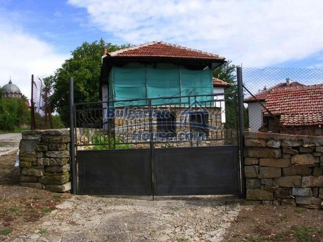 12583:29 - 3 bedroom house located in pretty village Lovnidol Gabrovo area