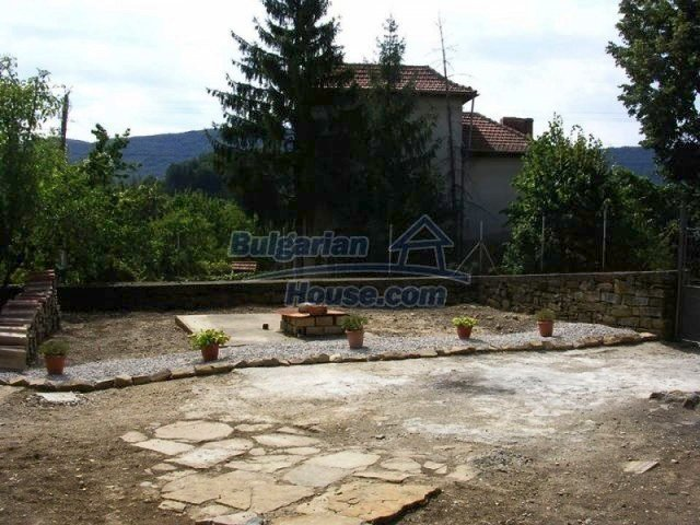 12583:30 - 3 bedroom house located in pretty village Lovnidol Gabrovo area